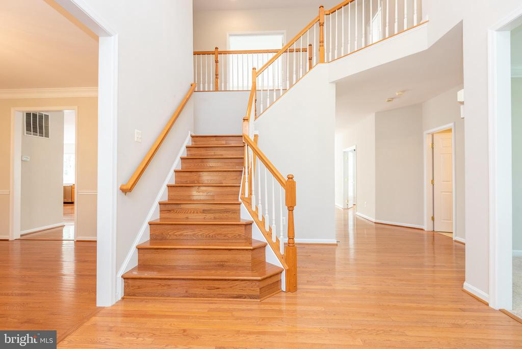 Gorgeous foyer with high ceilings and chandelier - 6033 SUMNER RD, ALEXANDRIA