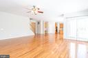 Spacious living room with new hardwood floors - 6033 SUMNER RD, ALEXANDRIA