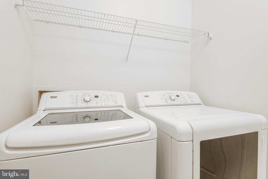 Laundry room connects the kitchen to the garage - 6033 SUMNER RD, ALEXANDRIA
