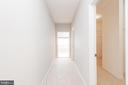 Private hallway to closets and primary bathroom - 6033 SUMNER RD, ALEXANDRIA