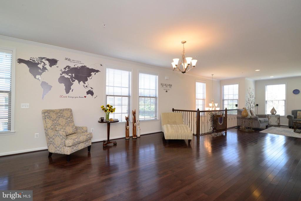 Hardwood throughout the second level - 23398 EPPERSON SQ, BRAMBLETON