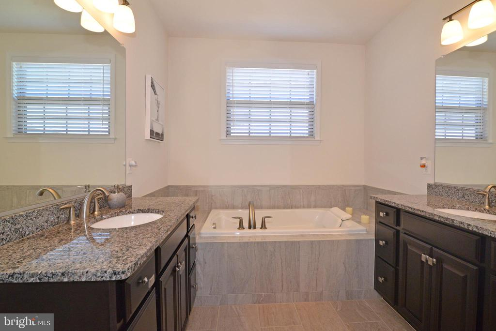 Master bath - 23398 EPPERSON SQ, BRAMBLETON