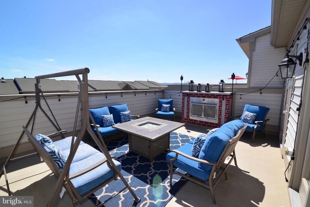 Rooftop deck - 23398 EPPERSON SQ, BRAMBLETON