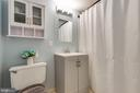 Upper level full bath - 1326 NORTHGATE SQ, RESTON