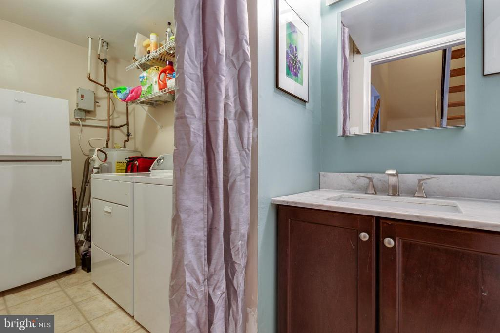 Main level laundry - 1326 NORTHGATE SQ, RESTON