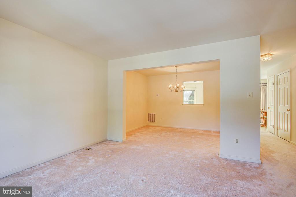 Living Room / Dining Room - 8037 SKY BLUE DR, ALEXANDRIA