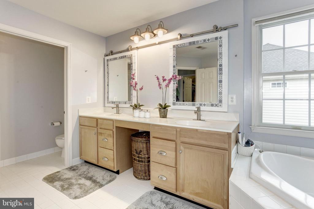 Double Vanity in Master Bath - 26048 IVERSON DR, CHANTILLY