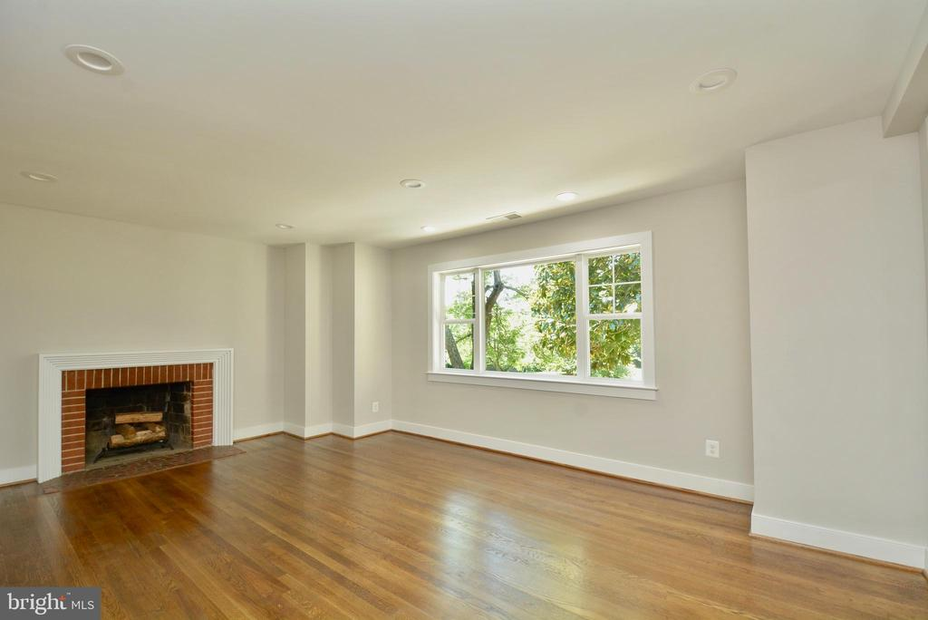 Spacious Living Room - 7416 LEIGHTON DR, FALLS CHURCH