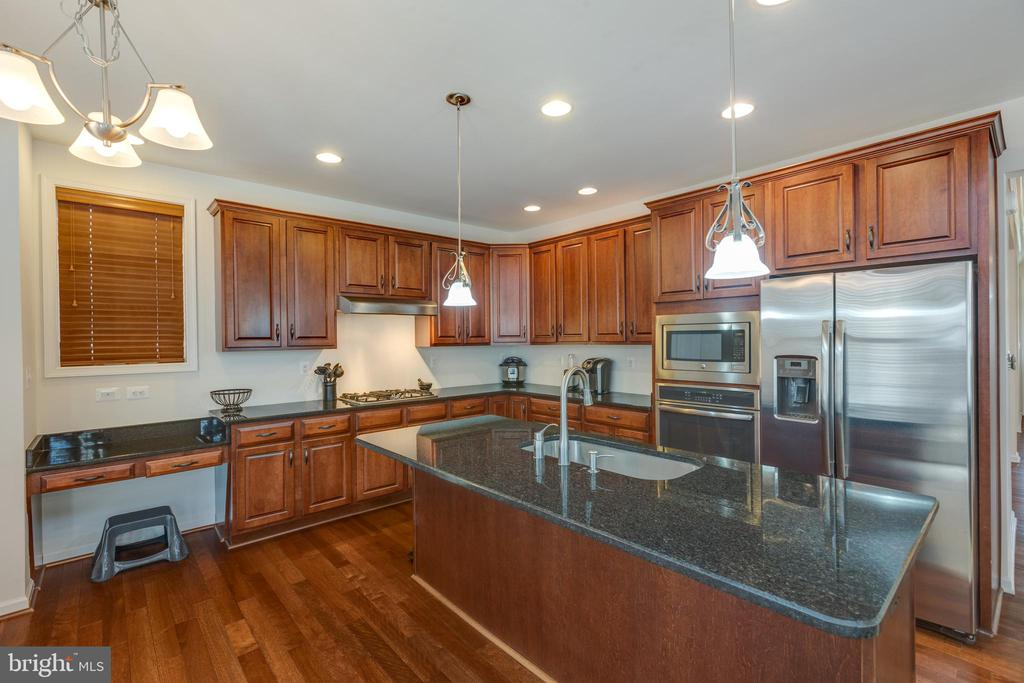 Kitchen - 43172 ASHLEY HEIGHTS CIR, ASHBURN