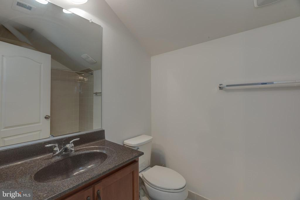 Full bath on 3rd level - 43172 ASHLEY HEIGHTS CIR, ASHBURN