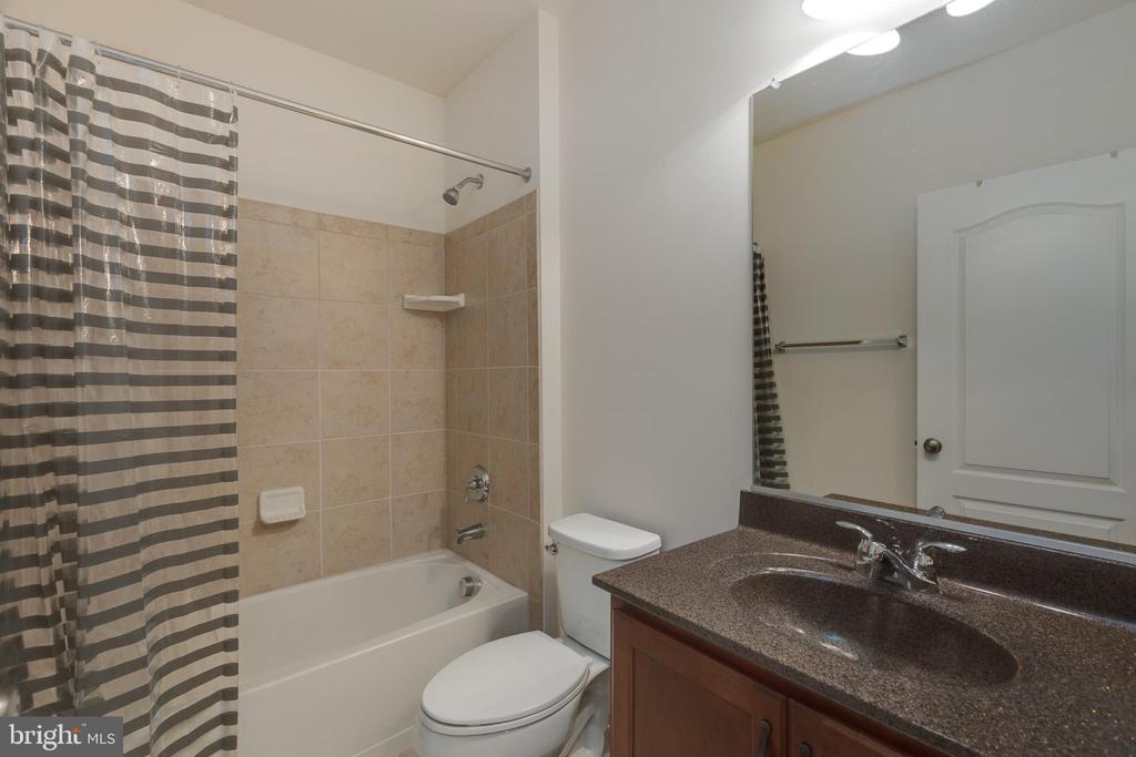 Full bath in basement - 43172 ASHLEY HEIGHTS CIR, ASHBURN