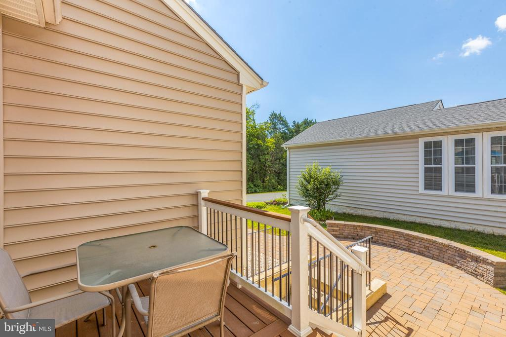 Rear trex deck - 43172 ASHLEY HEIGHTS CIR, ASHBURN