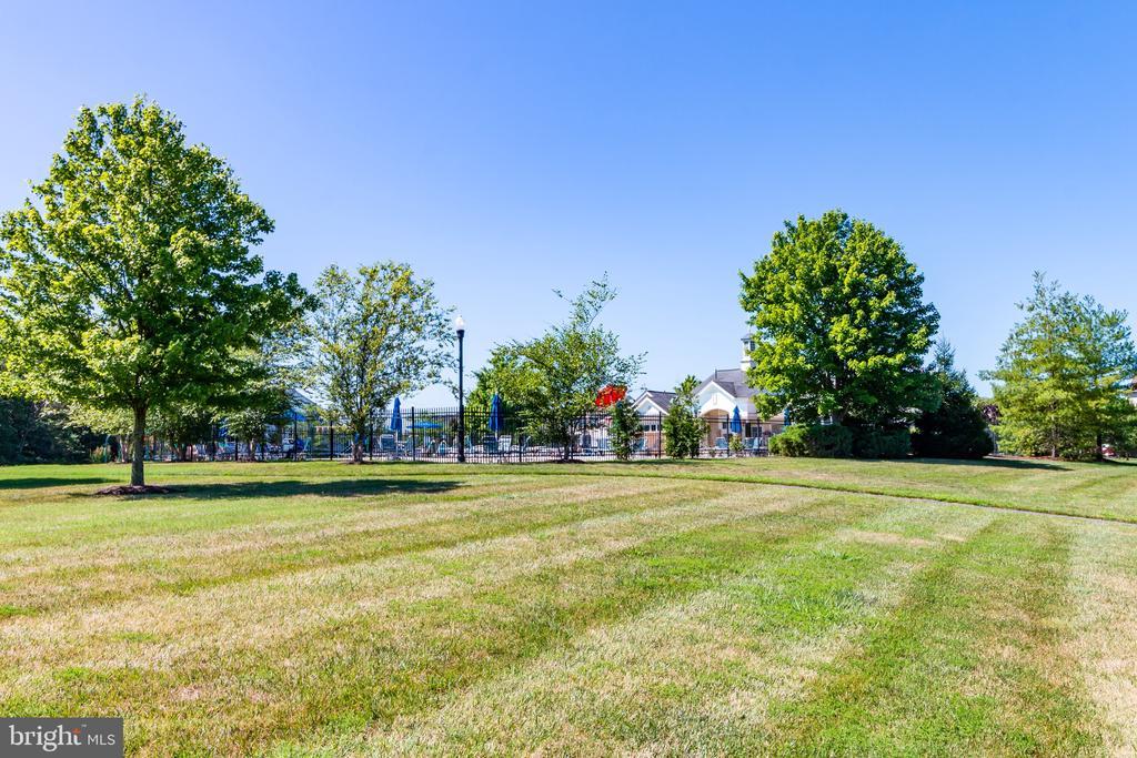 community pool and common area - 1302 WANETA CT, ODENTON
