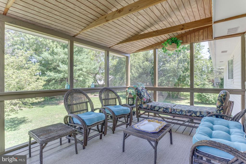 Lovely screened porch with grill room on deck - 805 GOLDEN ARROW ST, GREAT FALLS