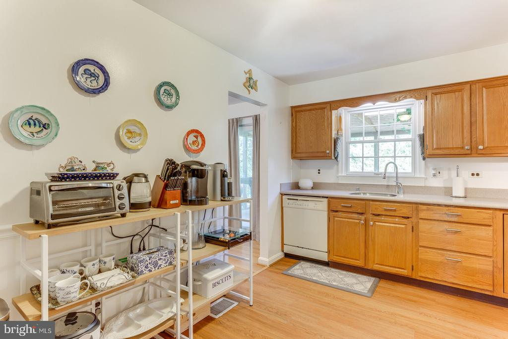 Kitchen - 805 GOLDEN ARROW ST, GREAT FALLS