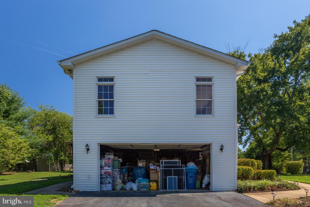 Big 2 car garage (packed) - 805 GOLDEN ARROW ST, GREAT FALLS