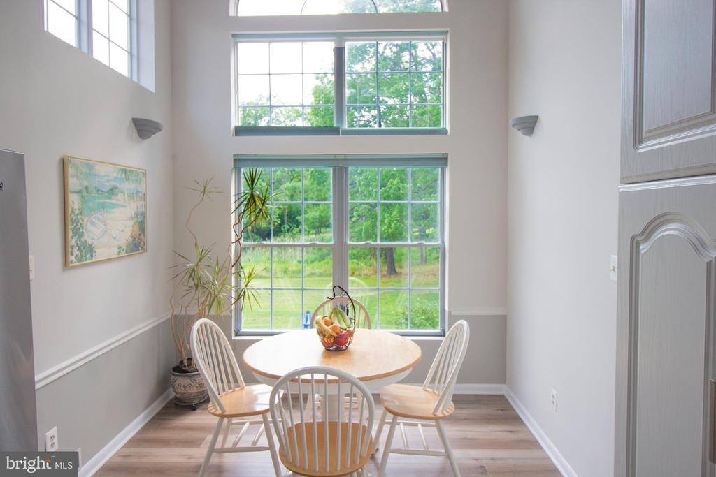 Beautiful arched window and vaulted ceiling kit - 5678 WATERLOO RD, COLUMBIA