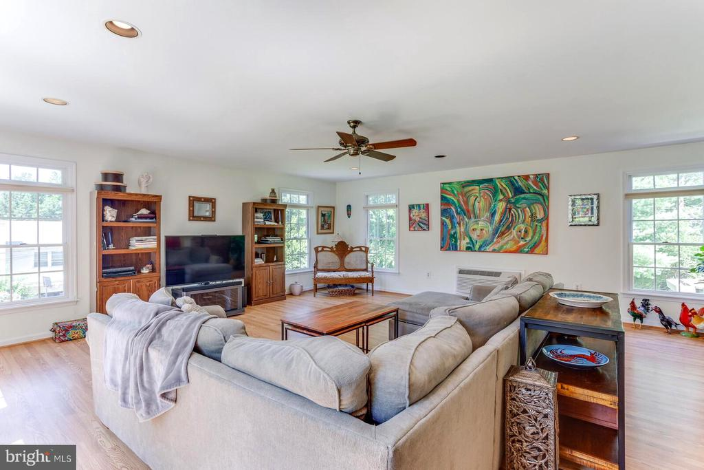 Family Room with separate HVAC system - 805 GOLDEN ARROW ST, GREAT FALLS