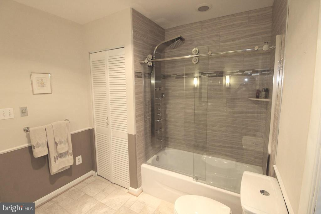 Fantastic whole body shower system - 5678 WATERLOO RD, COLUMBIA