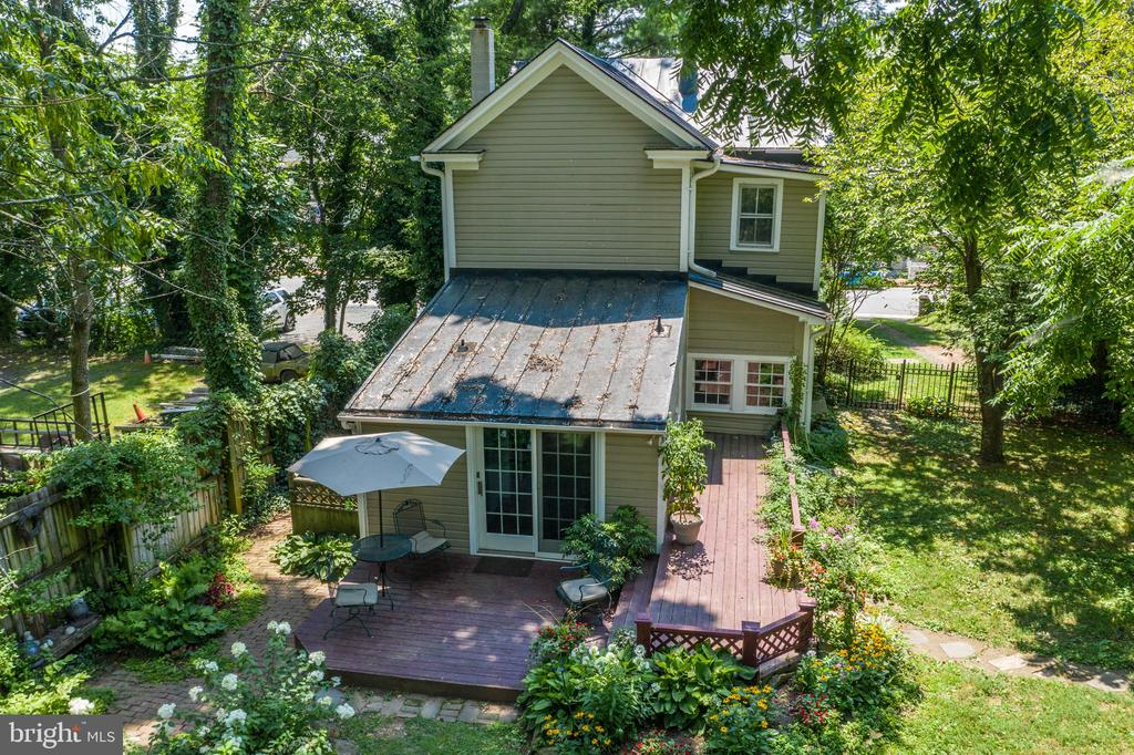 A magical place to call home! - 16 UNION ST NW, LEESBURG