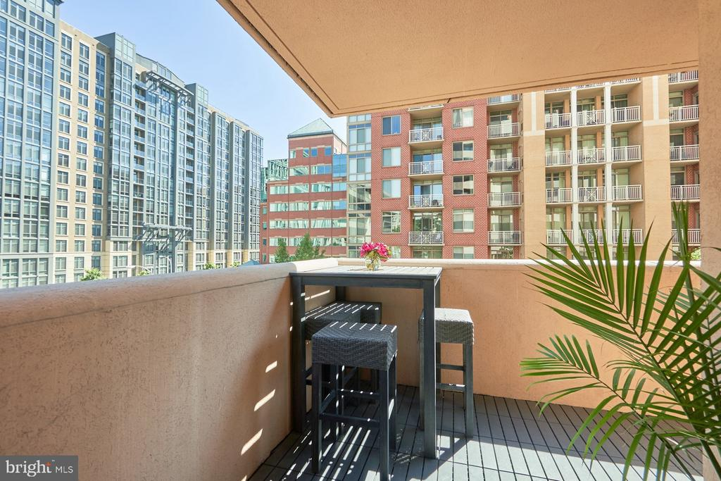 Corner Balcony - 1301 N COURTHOUSE RD #916, ARLINGTON