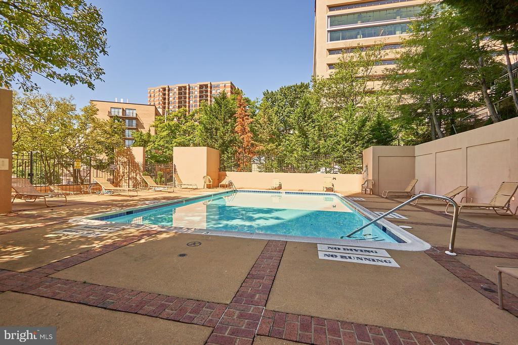 Pool - 1301 N COURTHOUSE RD #916, ARLINGTON