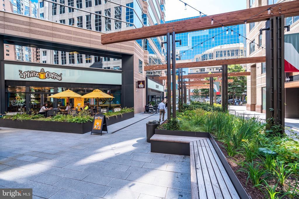 Outdoor dining around every corner - 888 N QUINCY ST #1506, ARLINGTON