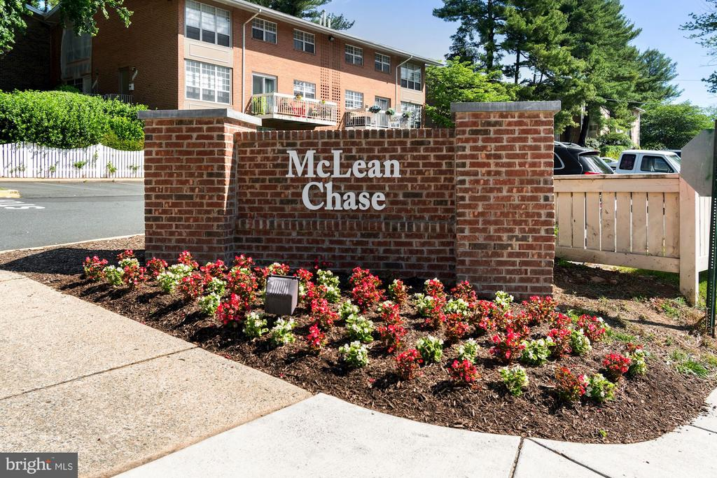 Welcome Home to McLean Chase Condominium! - 1931 WILSON LN #102, MCLEAN