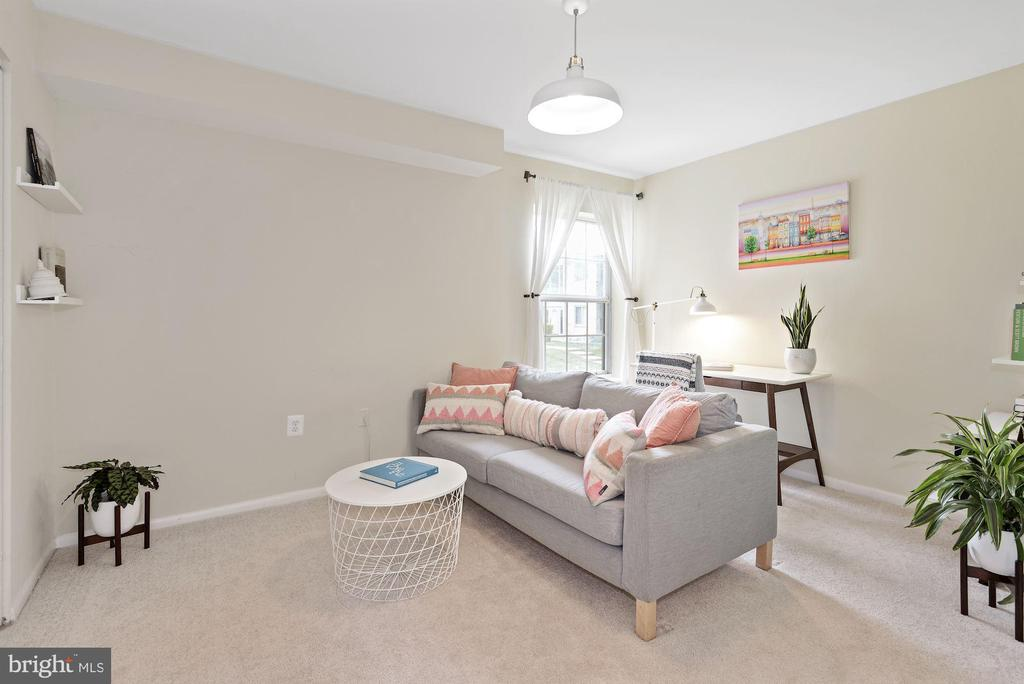 Bedroom #2 - Large, New Carpet, Bright, Versatile! - 1931 WILSON LN #102, MCLEAN