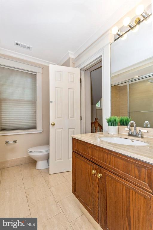 hall bath adjoins main home & apartment - 8931 COLESVILLE RD, SILVER SPRING