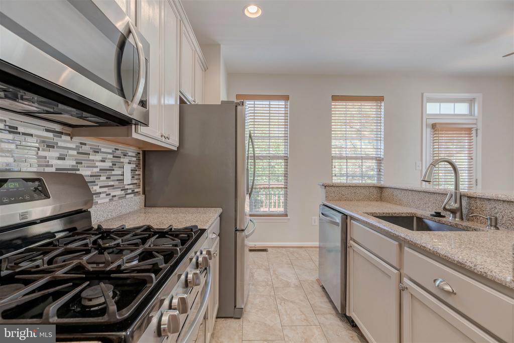 Kitchen - 6948 BANCHORY CT, ALEXANDRIA
