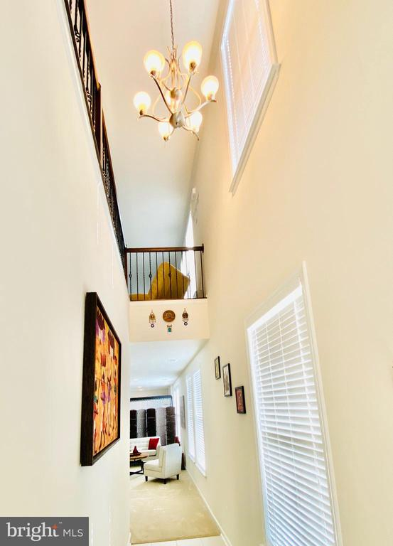 Step inside the grand entry - 23398 EPPERSON SQ, BRAMBLETON