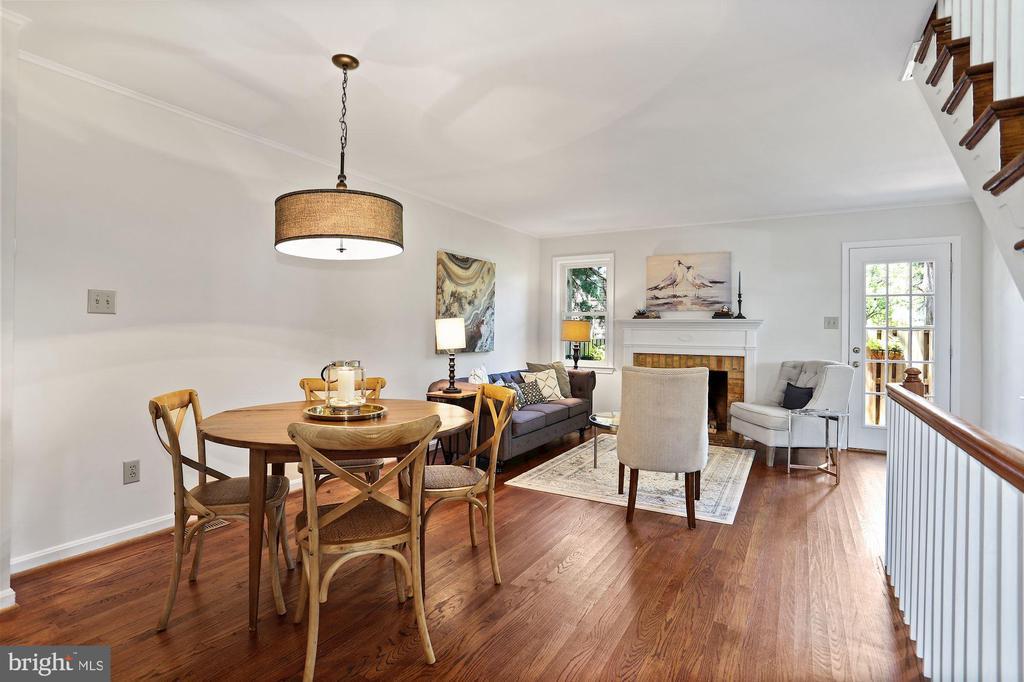 Hardwood floors and fresh paint - 848 N FREDERICK ST, ARLINGTON