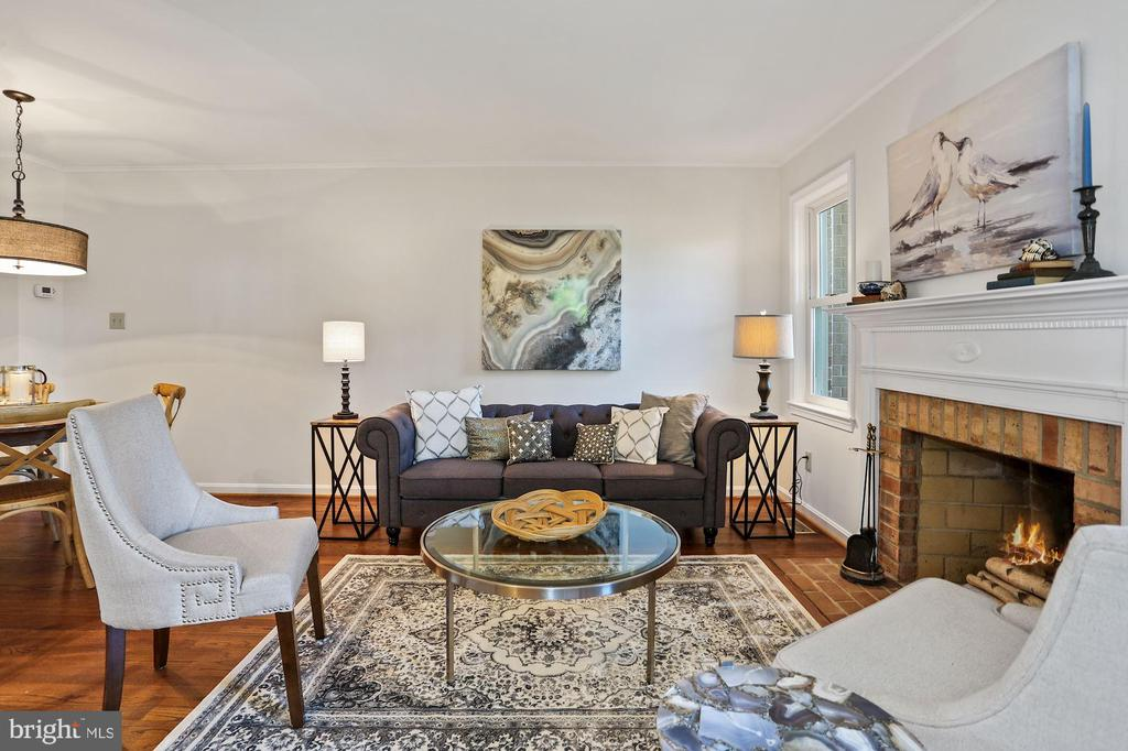 Bright living space and fireplace - 848 N FREDERICK ST, ARLINGTON