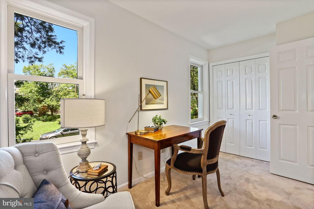 Use as bedroom w/closet or office - 848 N FREDERICK ST, ARLINGTON