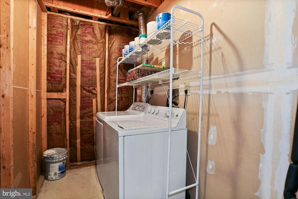 Laundry w/ storage - 848 N FREDERICK ST, ARLINGTON