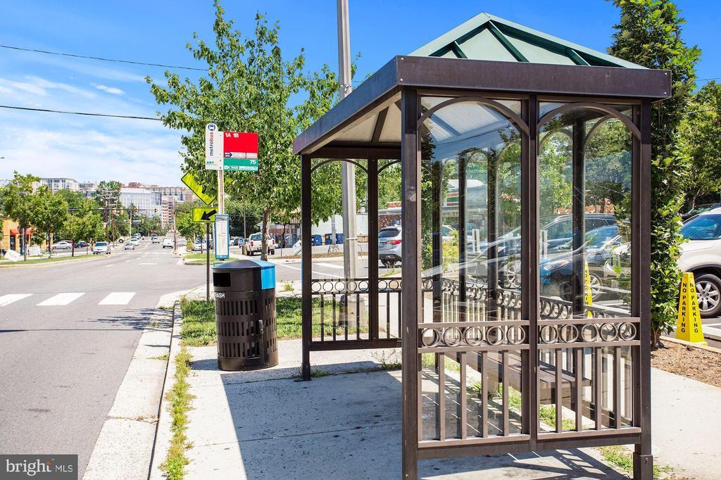 Bus stops across the street - 848 N FREDERICK ST, ARLINGTON