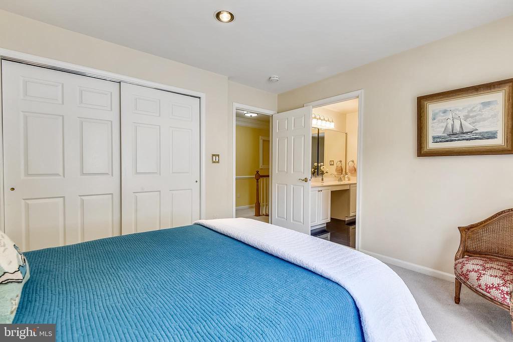 Bedroom #3 shares a bath with bedroom #2 - 20405 EPWORTH CT, GAITHERSBURG