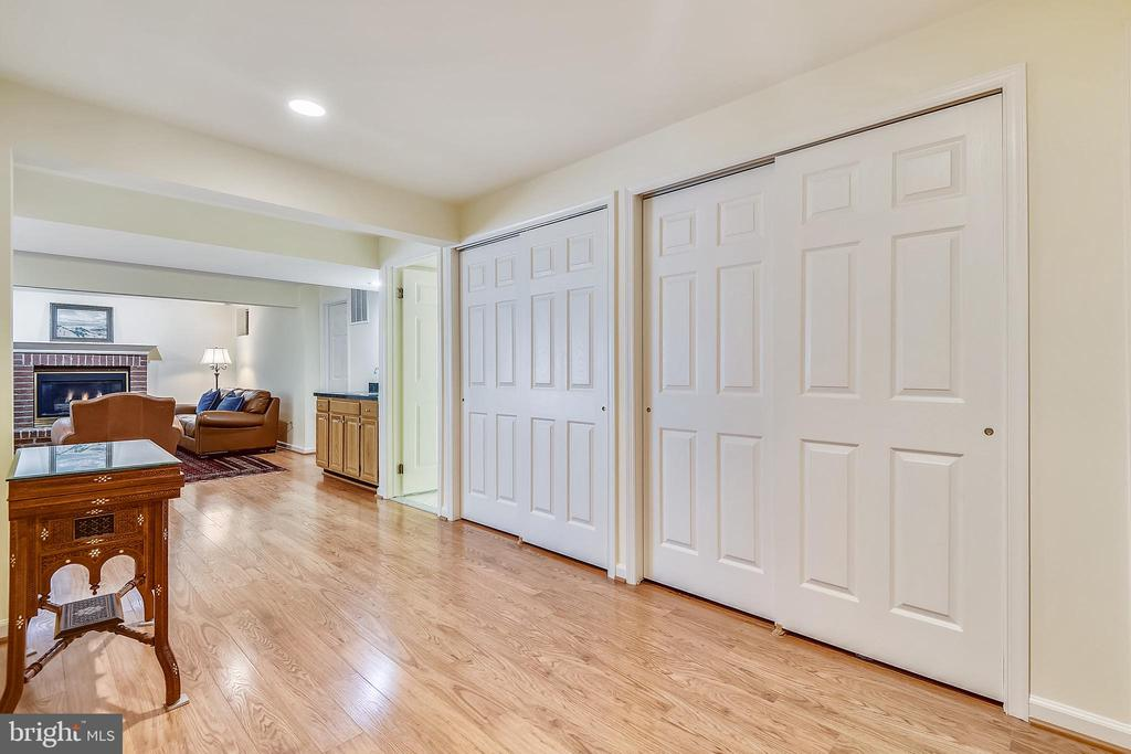 Lower level foyer leads to the recreation room - 20405 EPWORTH CT, GAITHERSBURG