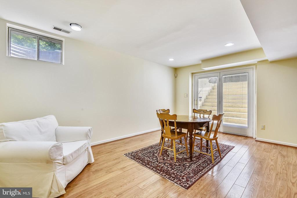 Finished lower level has walk-up stairs to outside - 20405 EPWORTH CT, GAITHERSBURG