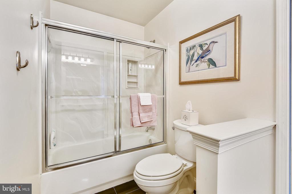 Shared hall bathroom - 20405 EPWORTH CT, GAITHERSBURG
