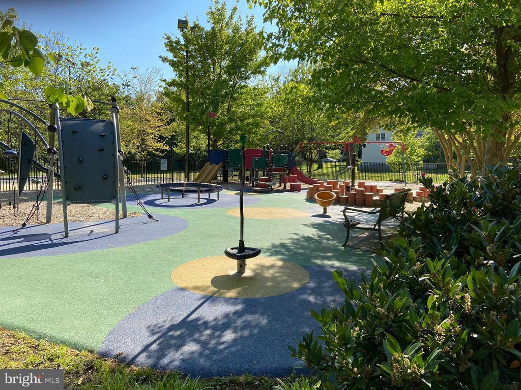 Arlington has many parks - 848 N FREDERICK ST, ARLINGTON