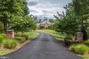 Wide paved driveway - 18692 RIVERLOOK CT, LEESBURG