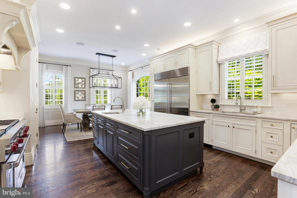 Commercial-grade stainless appliances - 18692 RIVERLOOK CT, LEESBURG