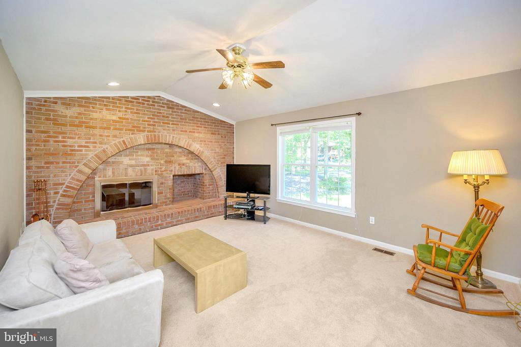 Wood burning & wood storage Fireplace Wall - 1221 LAKEVIEW PKWY, LOCUST GROVE