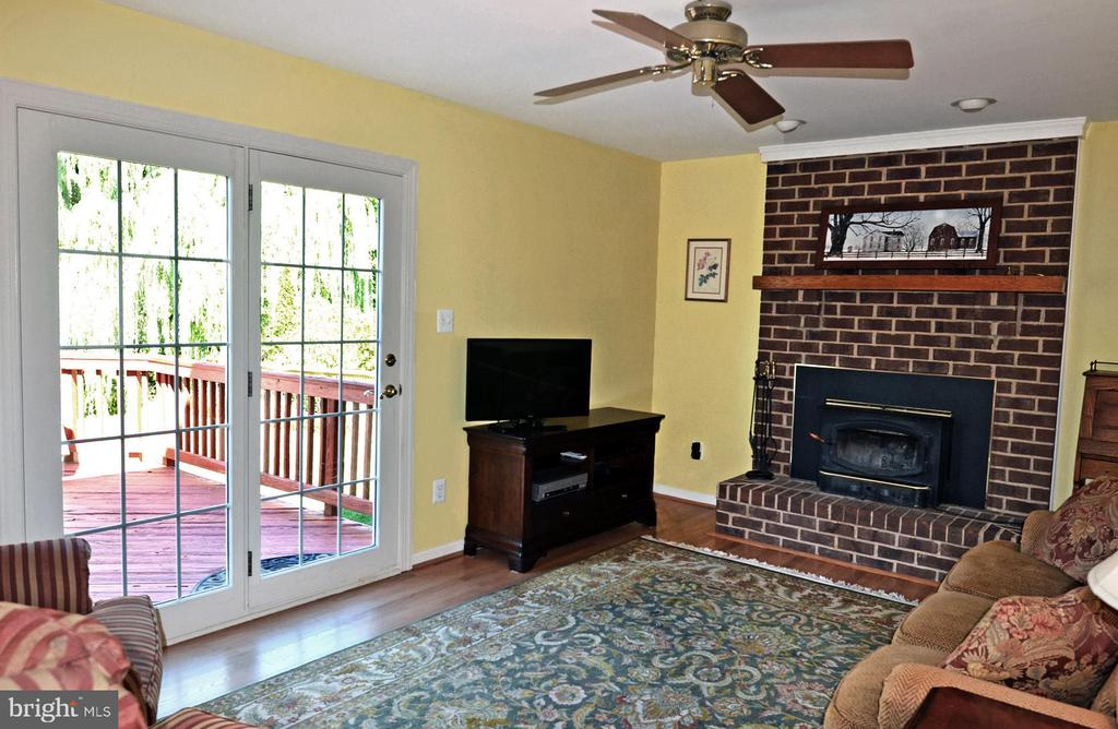 FR w/Glass Panel Atrium Doors to the Deck - 2314 COLTS BROOK DR, RESTON