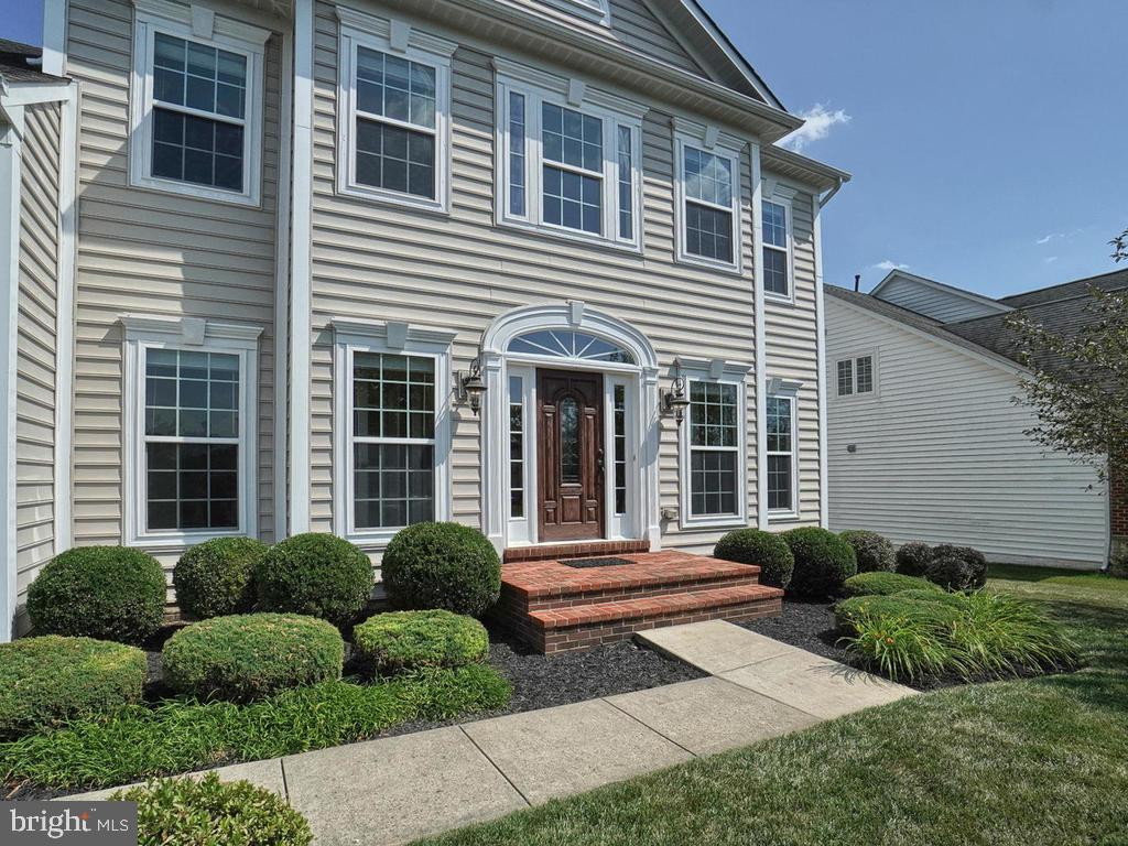 Lovely well-manicured lawn! - 9509 TOTTENHAM CIR, FREDERICK