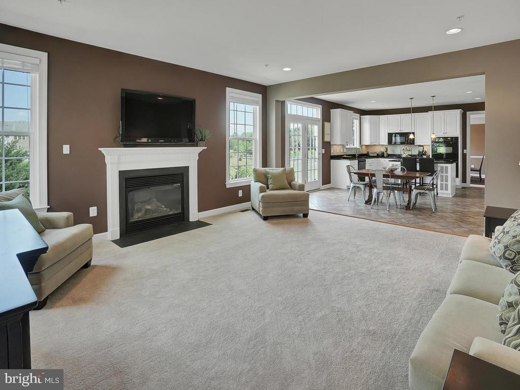 Open to the kitchen for an open concept! - 9509 TOTTENHAM CIR, FREDERICK
