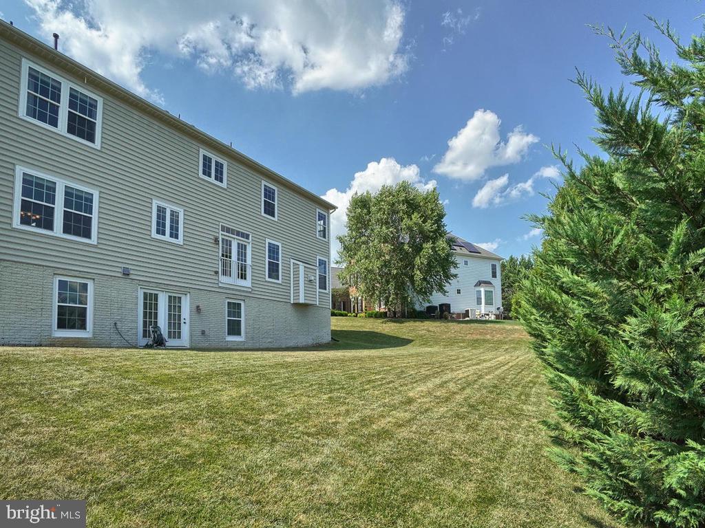 Great backyard space; house faces a green space! - 9509 TOTTENHAM CIR, FREDERICK