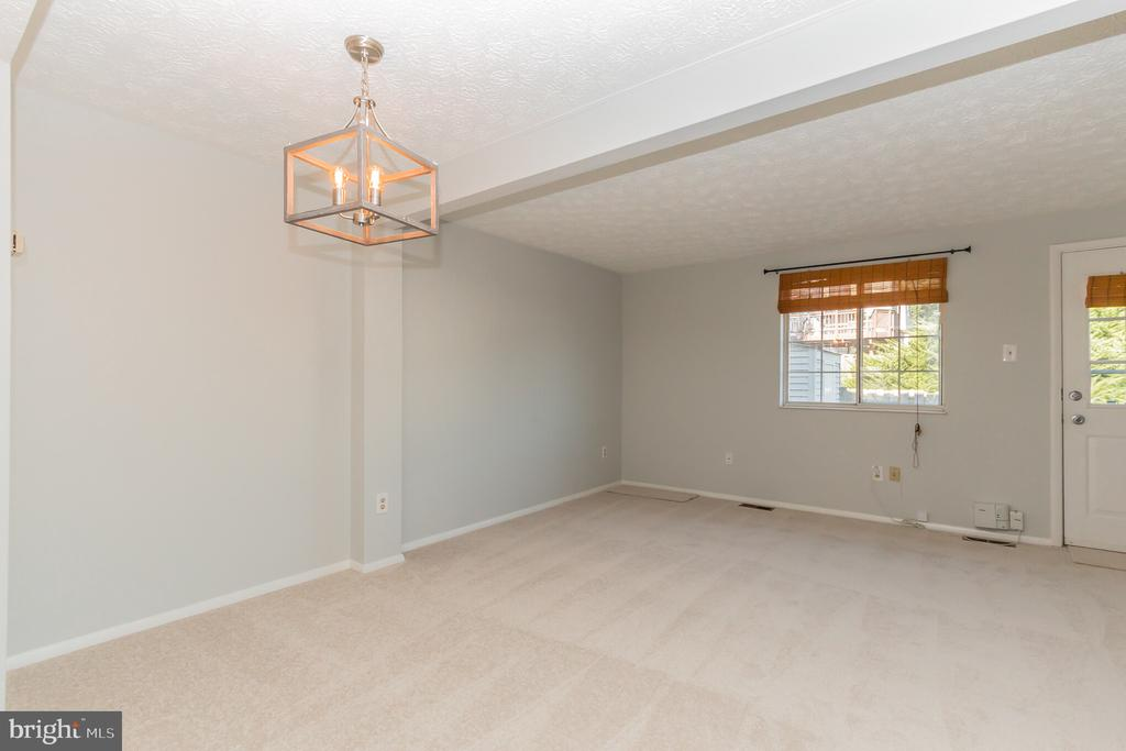 Living and Dining area - 8203 WHITE STONE LN, SPRINGFIELD